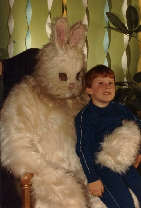 creepy-wtf-easterbunny