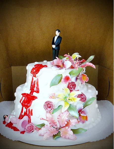 Bride in pink cake topper falls off floral divorce cake | riotdaily.com