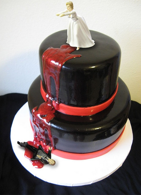 Black top hat bloody divorce cake | riotdaily.com