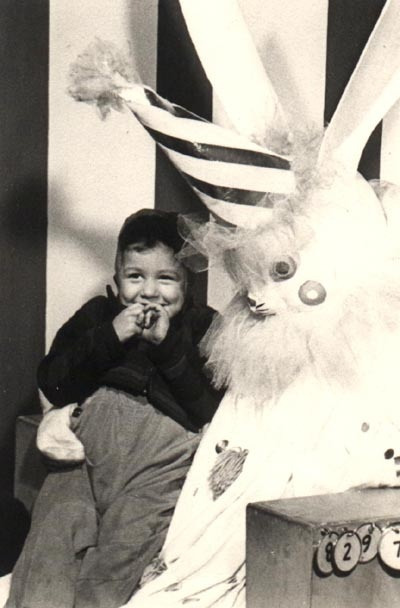 wtf-creepy-easterbunny2