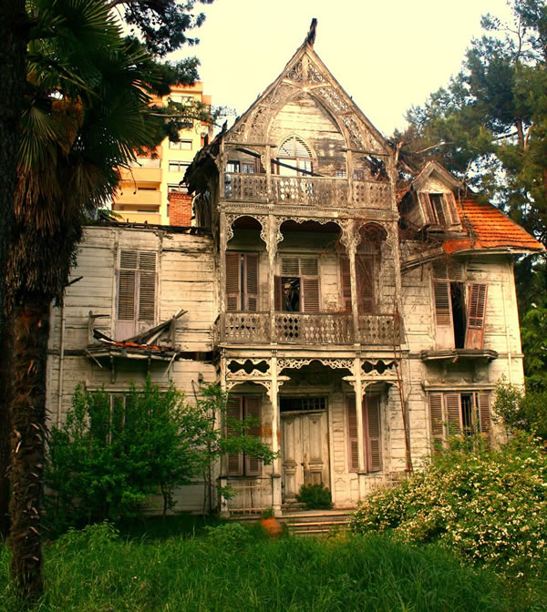 AbandonedHouse11