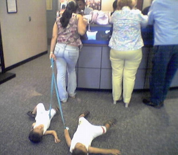 WTF-Mom-Fails19- kids on leashes floor bad mother parenting