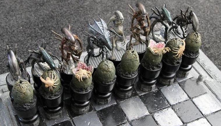 Awesome Alien Vs Predator Chess Set