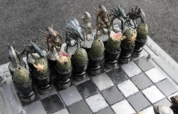 alien-vs-predator-chess-set1