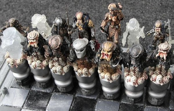 alien-vs-predator-chess-set2