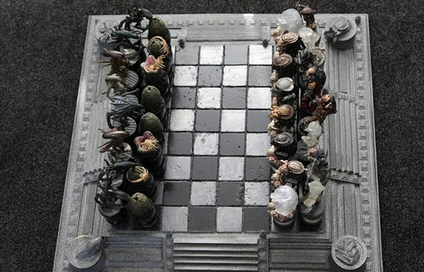 alien-vs-predator-chess-set3