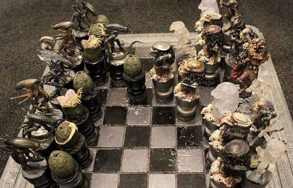 alien-vs-predator-chess-set4
