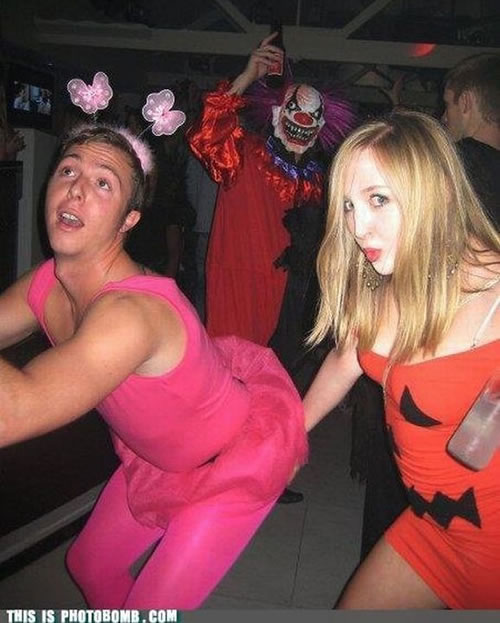 creepy-clown-photobomb