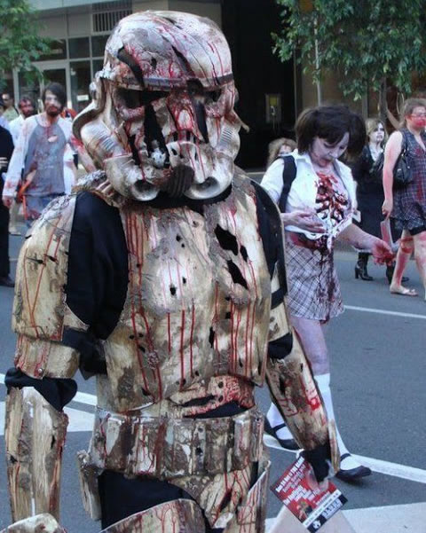 zombie-stormtrooper-starwars-cosplayer